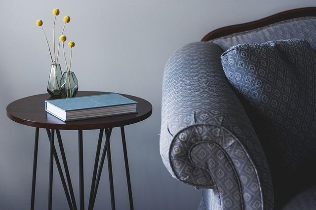 stolek na knihu.jpg
