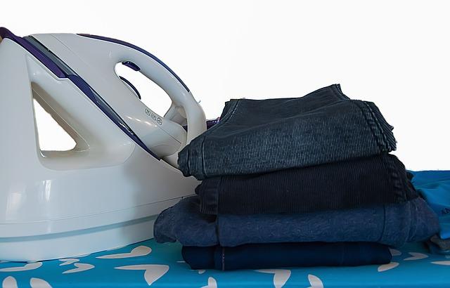 kalhoty u žehličky